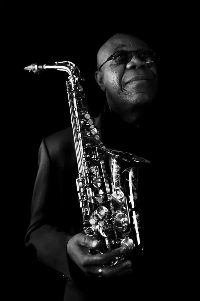 Manu Dibango, jazzman et saxophoniste, à Paris, en mars. GILLES VIDAL / HANS LUCAS